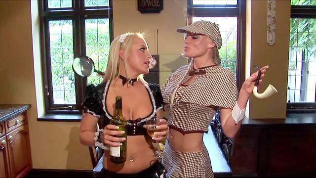 Kinky lesbian roleplay in the kitchen - Savannah Gold & Cindy Behr