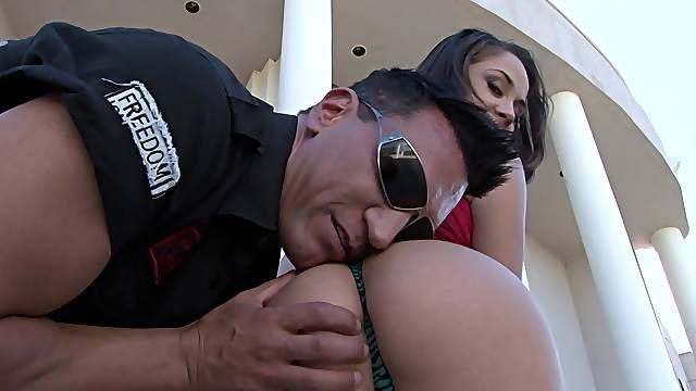 Sweet babe goes full mode on man's huge dong