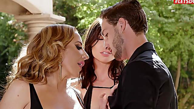 Conniving babes Aidra Fox and Richelle Ryan work a guy over