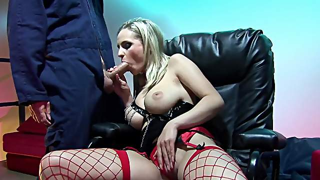 Blondie throats and fucks in superb XXX fetish shag