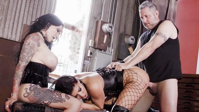 Dominant women share cock in premium XXX threesome
