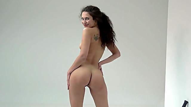 Solo babe dazzles with naturalness and lust